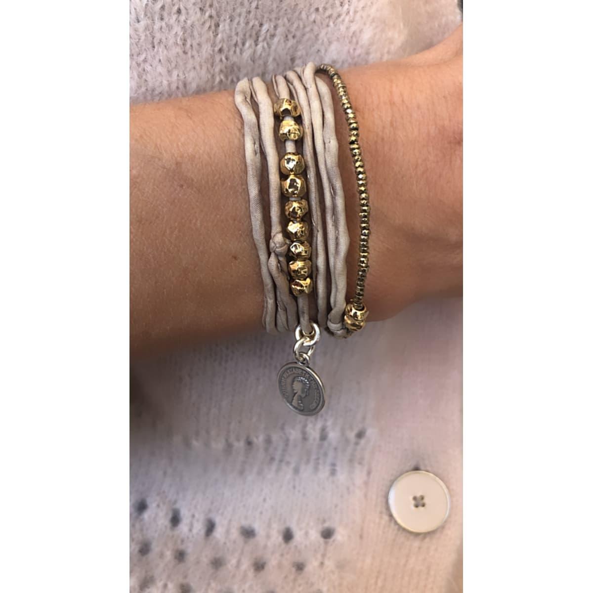 bracelet femme  Lou beige porté