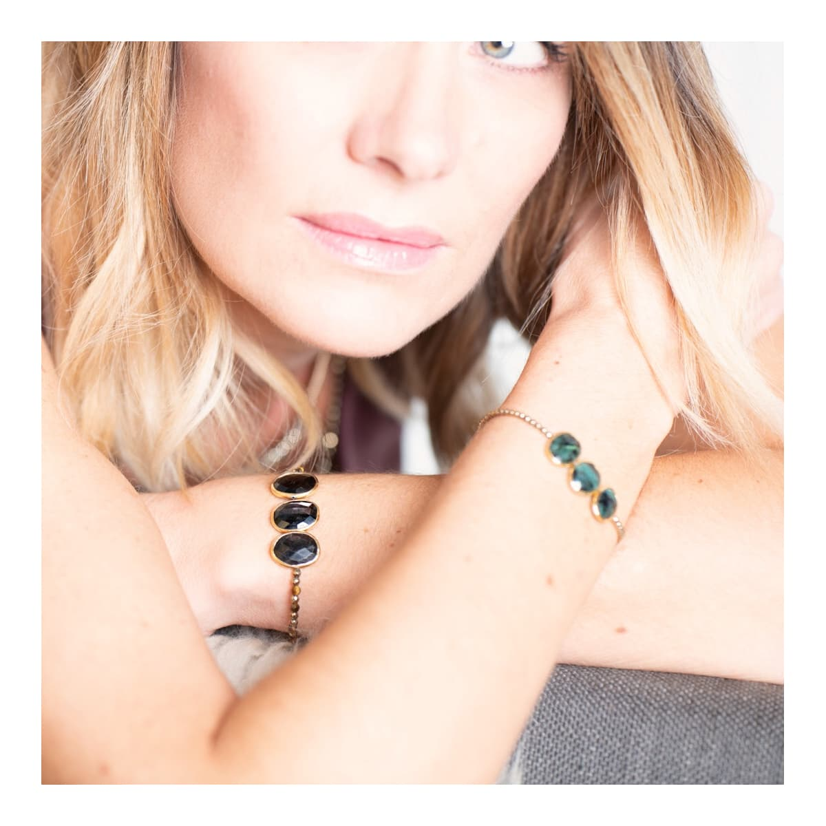 bracelet femme  Louisette trio Hypersthéne porté