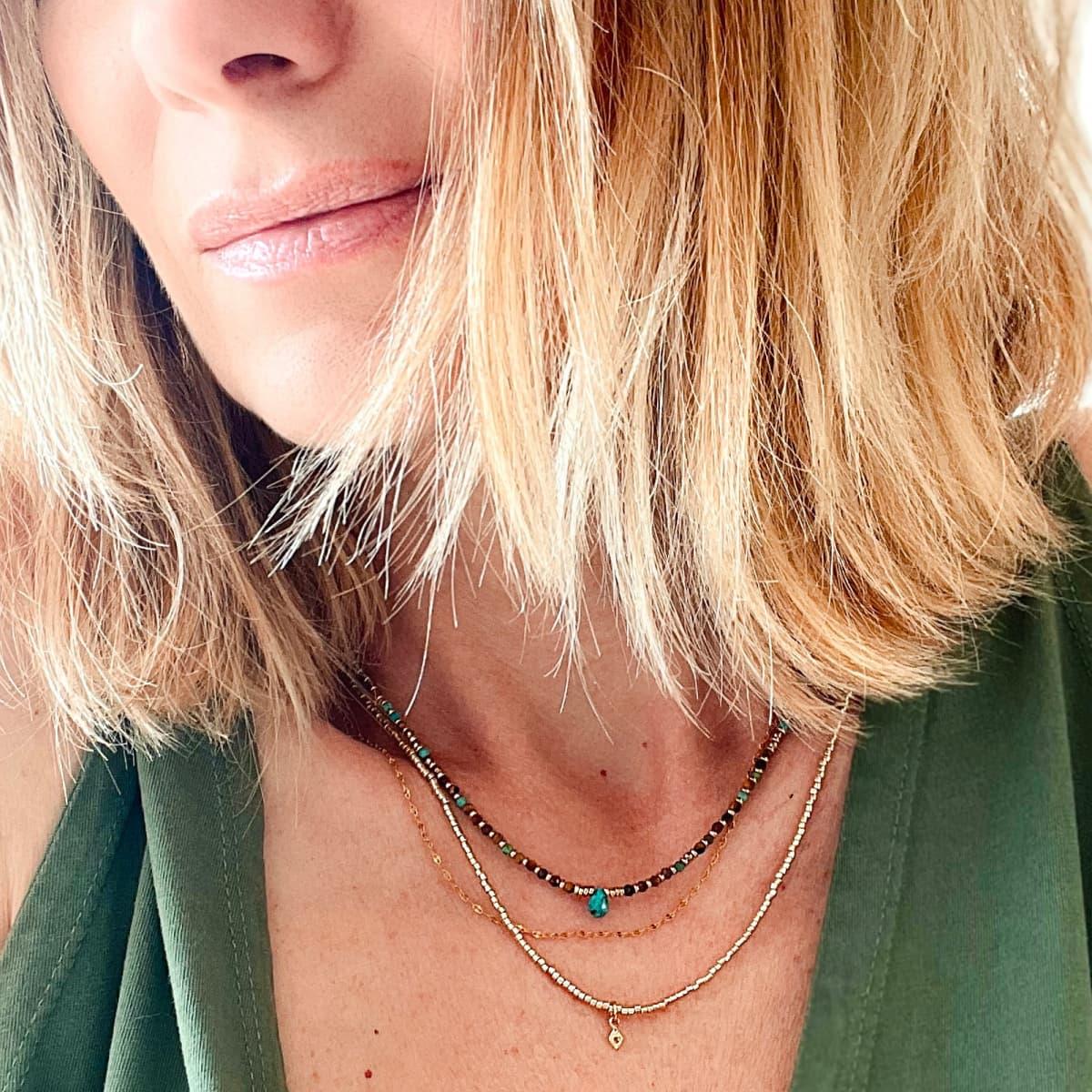 collier femme Anna turquoise porté